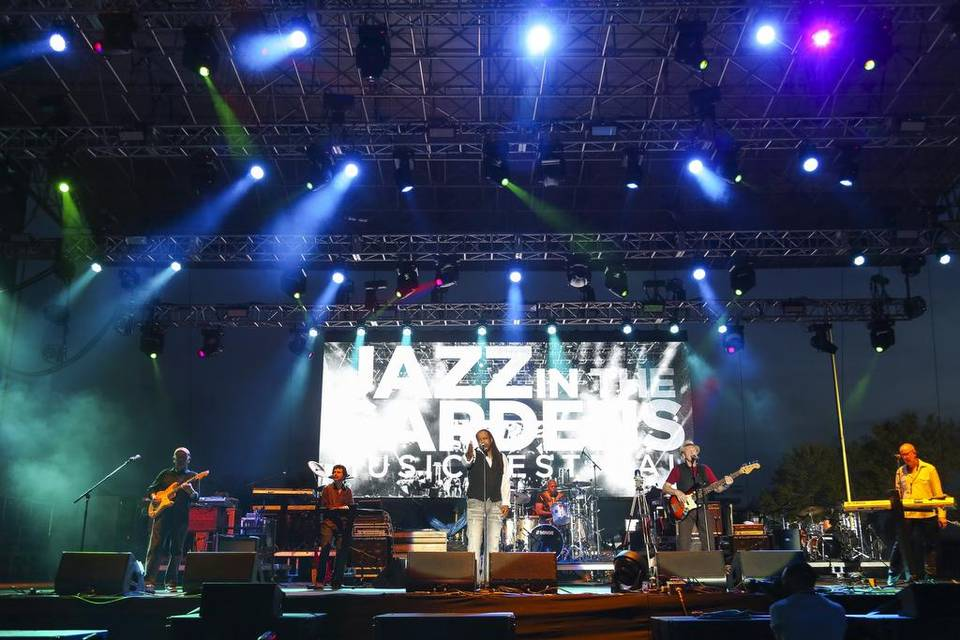 02 Dec Jill Scott, LL Cool J, The Roots And More Set For 2017 Jazz In The  Gardens Festival